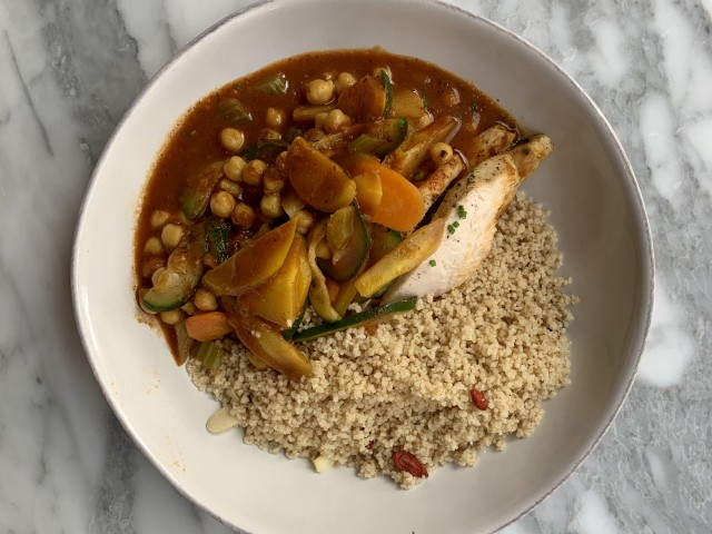 Cucina Eat Couscous maison bio complet poulet et ses légumes (option possible: Vegan, végétarien, filet de rouget/gambas)